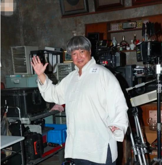 67岁洪金宝近况惹人担忧 儿媳担心痛哭:他抱