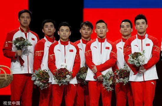 体操世锦赛中国男团摘银 一个失误导致无缘冠军