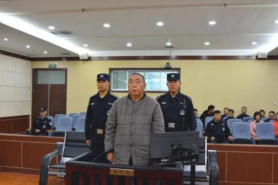 <b>受贿三千余万 酒泉钢铁原董事长冯杰一审被判13年</b>