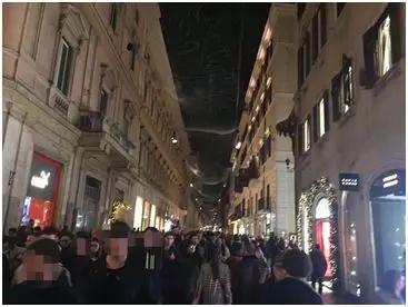 下血本!这个城市的圣诞树竟花了100万欧!2019意大利各地圣诞树长这样!