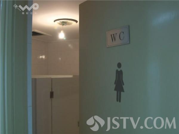 """江苏综艺节目主持人_""""猥琐男""""女厕所偷拍成瘾 为求高清竟开闪光灯"""