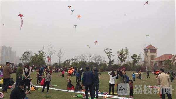 南京六合举办千人风筝城市涂鸦生态文化节