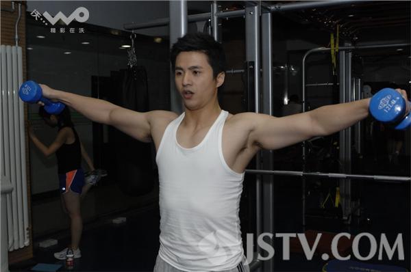 《最强大脑》dr.魏海量生活照走红 健身房秀肌肉