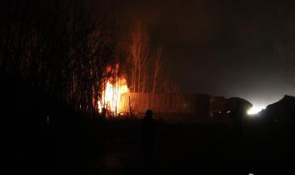 京港澳高速湖南段一油罐车爆炸 伤亡情况不明