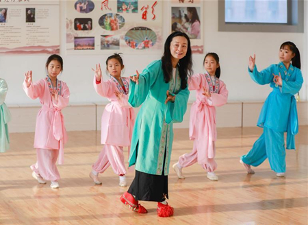 Opera Troupe performers teach local students Huangmei Opera