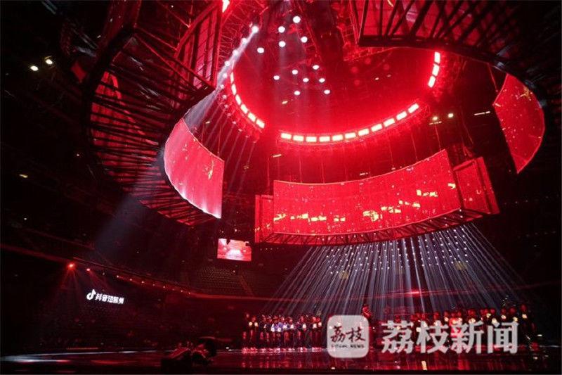 天圆地方,大道至简!2019江苏卫视跨年演唱会现场舞美曝光