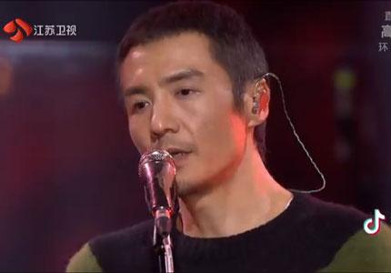 2019江苏跨年丨感动!朴树与儿童合唱团一起用纯净歌声送别2018