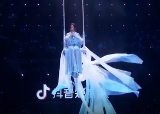 2019江苏跨年丨可仙可盐!《天下无双》的张靓颖美出新高度