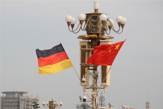 北京天安门广场悬挂中德国旗  欢迎德国总理默克尔访华