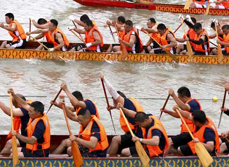 Dragon Boat Race on Hongze Lake in Huai'an