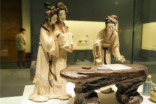 """北京:""""器作·匠心——中国当代陶瓷艺术展""""在首都博物馆开幕"""