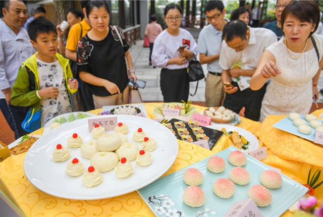 2019中国扬州早茶文化节开幕 民众现场观看早茶制作