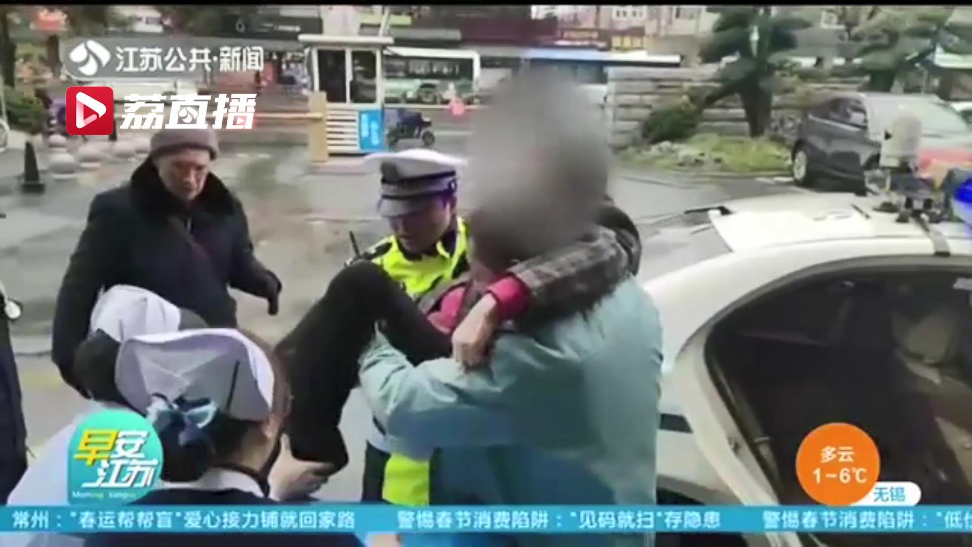 好样的!徐州一残疾人被撞伤 路过辅警伸援手