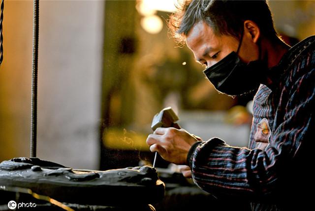 贵州23岁小伙传承4千年思州石砚技艺:30几道工序4年手工打200块砚台