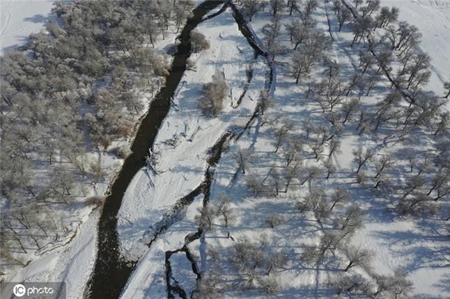 新疆温泉:鄂托克赛尔河谷冬景入画来