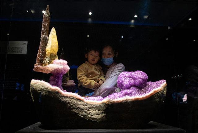 """南京博物院""""晶-华 矿物之至善至美""""特展开展 宝藏璀璨夺目,大自然鬼斧神工!"""