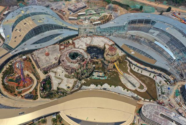 江苏南京:航拍投资88亿元的龙之谷室内主题乐园建设工地 计划今年建成