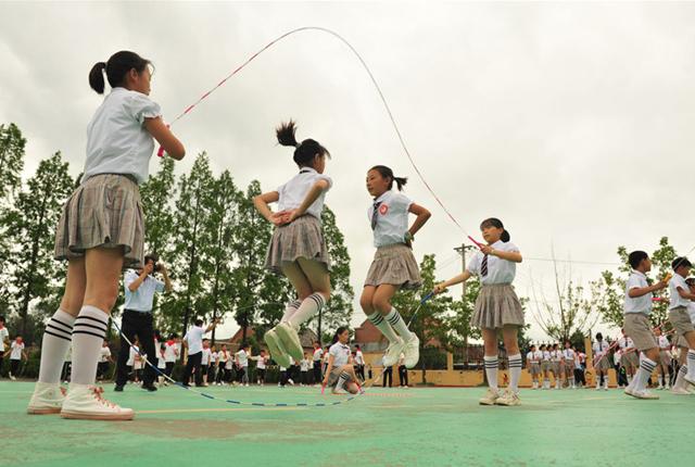 江苏睢宁:绳彩飞扬溢校园 学生自创花样跳绳微课200多个