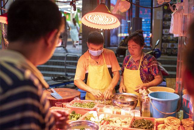 深圳宝安盐田街夜市开放 夏天的夜晚逛吃逛吃惬意自在!
