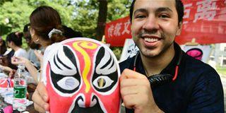 江苏大学留学生零距离体验传统文化