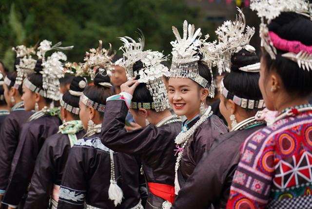 贵州黔东南:苗寨欢度传统吃新节 民族活动多彩丰富