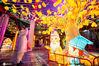 2021年2月26日,农历正月十五元宵节,南京夫子庙花灯璀璨,洋溢着喜庆的节日气氛,人们观景赏灯,欢度佳节。