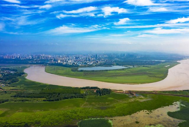 山西运城:黄河两岸绿草青青 勾勒美丽画卷